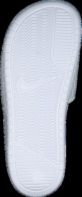 Weiße NIKE Pantolette BENASSI JDI WMNS - large