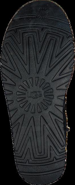 Schwarze UGG Winterstiefel CLASSIC SHORT II - large