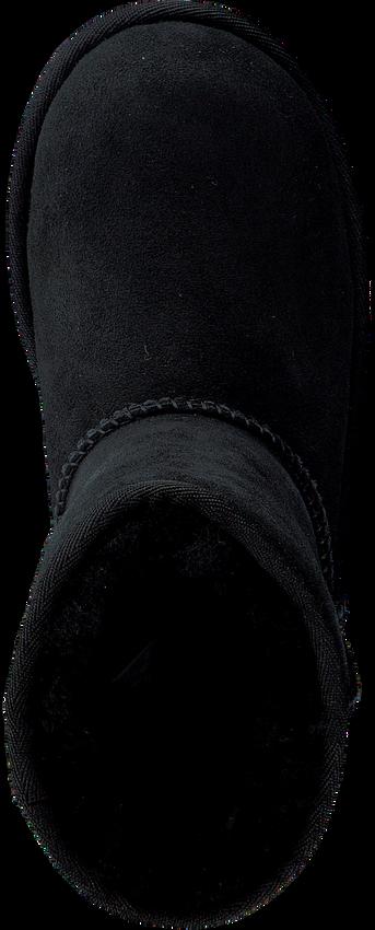 Schwarze UGG Winterstiefel CLASSIC II KIDS - larger